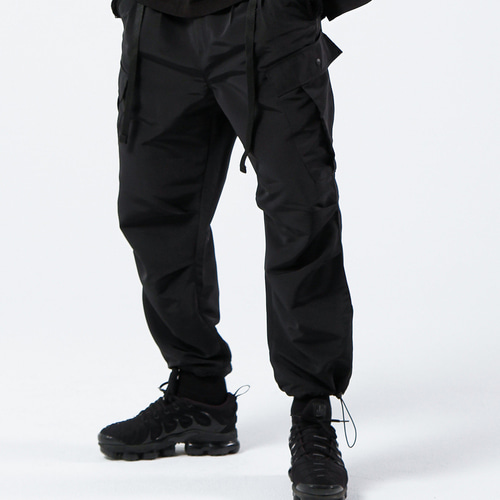 2TUCK BELTED CARGO PANTS (BLACK)